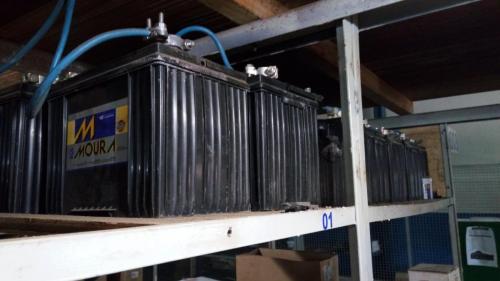 Troca do banco de baterias de um no break Tri-mono de 15 KVA.